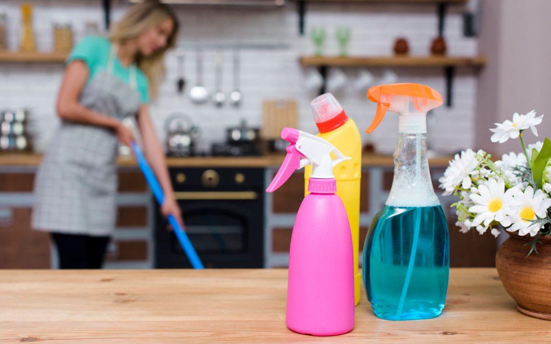 Productos de limpieza básicos para el hogar